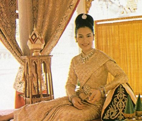 Balmain для таиландской Королевы Сирикит
